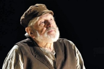 Theodore-Bikel---In-the-Shoes-of-Sholom-Aleichem-4