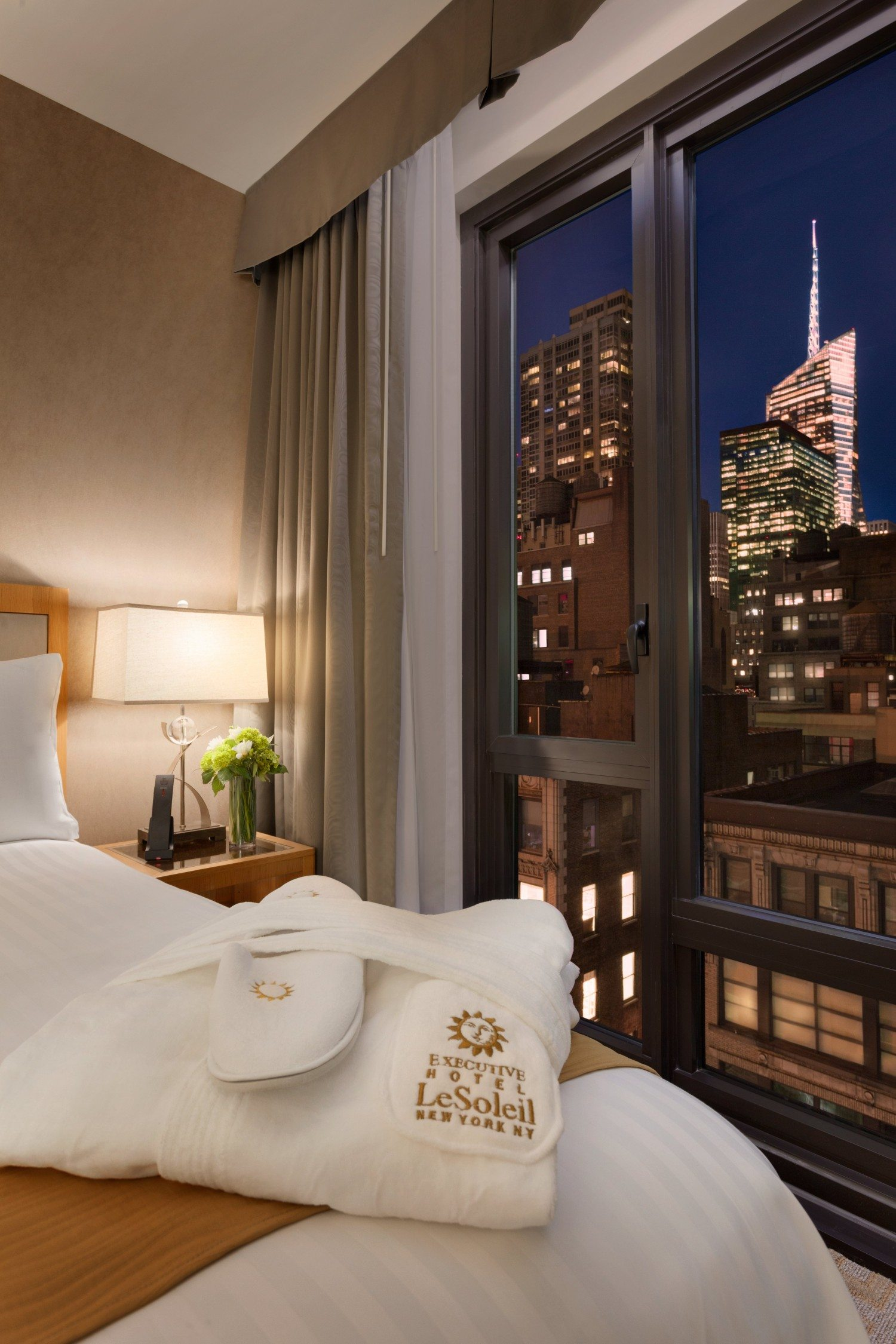 Executive Hotel Le Soleil New York City - Executive Queen Suite with View - 1068162