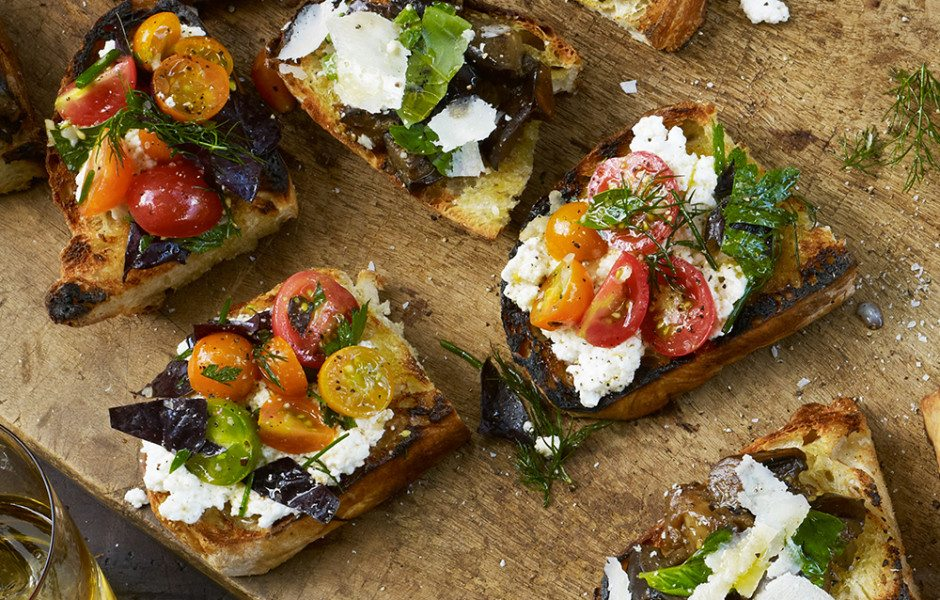 grilled-bread-with-ricotta-and-tomatoes-940x600