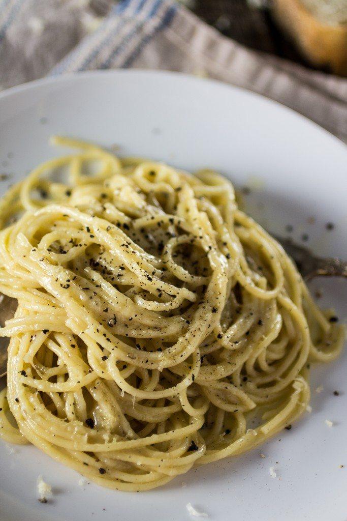 spaghetti-cacio-e-pepe-4-683x1024
