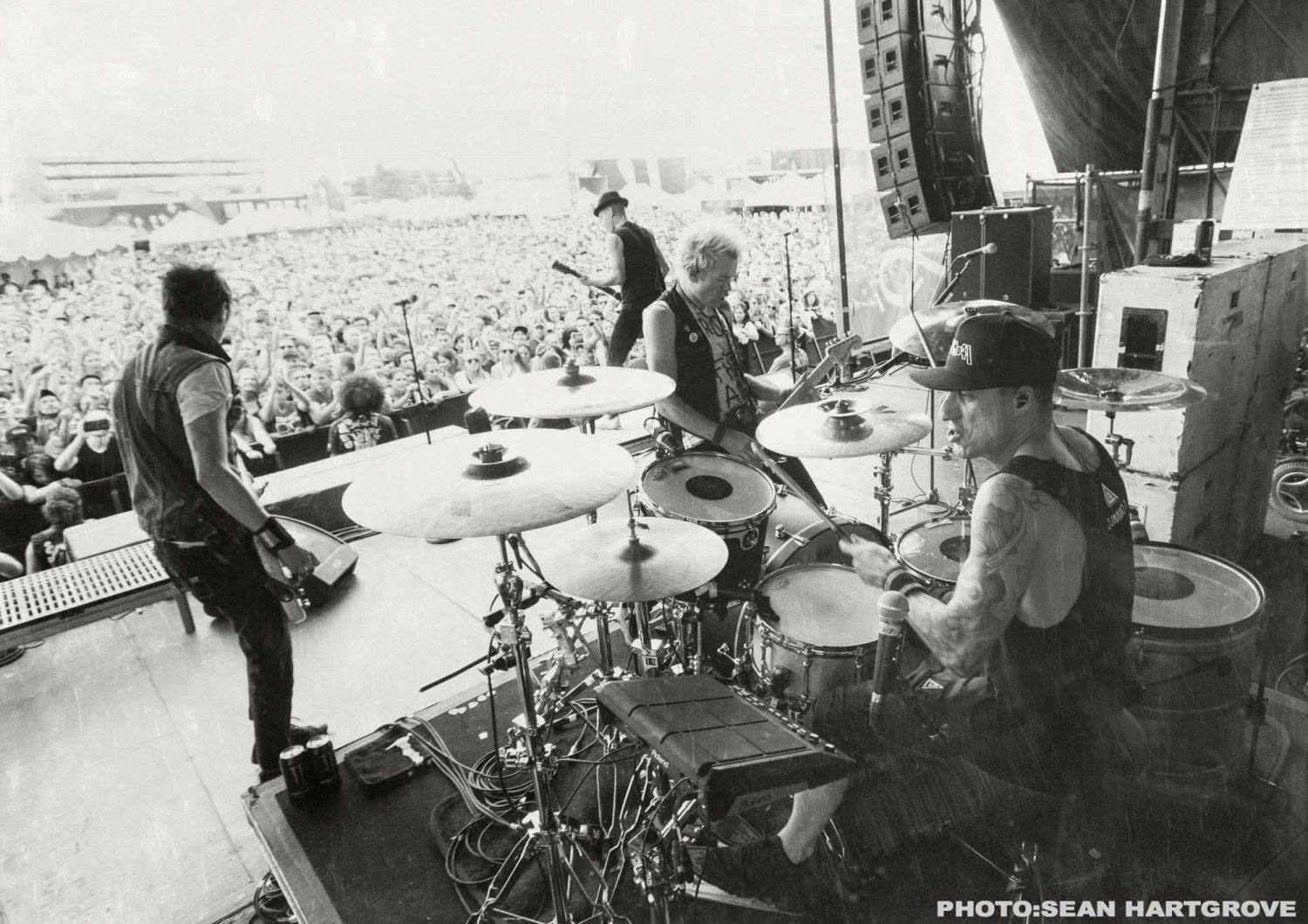Sum 41 live / Photo by Sean Hartgrove