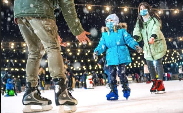 Explore Social Distance-Friendly NYC Holiday Events by Charter Bus
